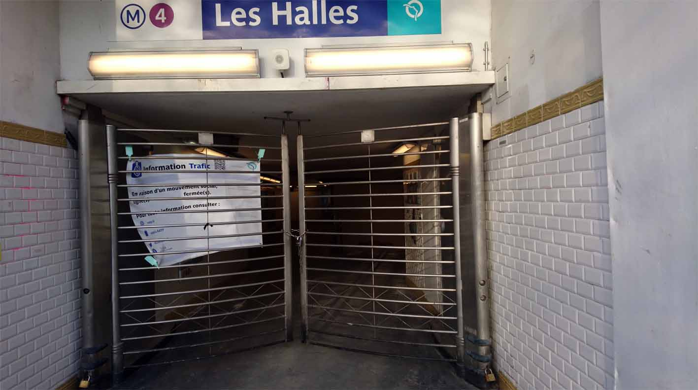 Der Zugang zur Métro ist verrammelt