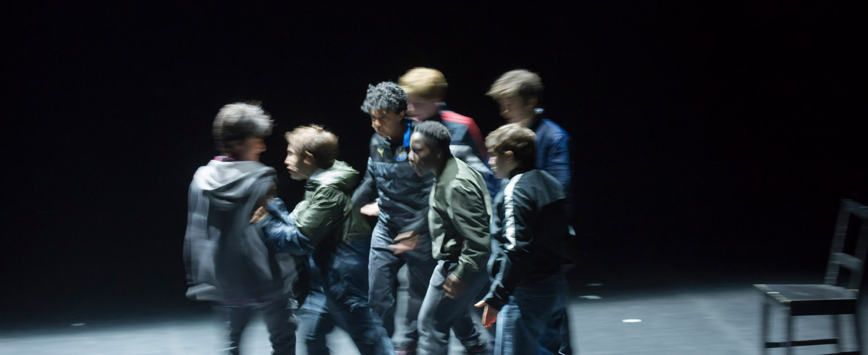 Eine Gruppe Jugendliche und ihre Rituale