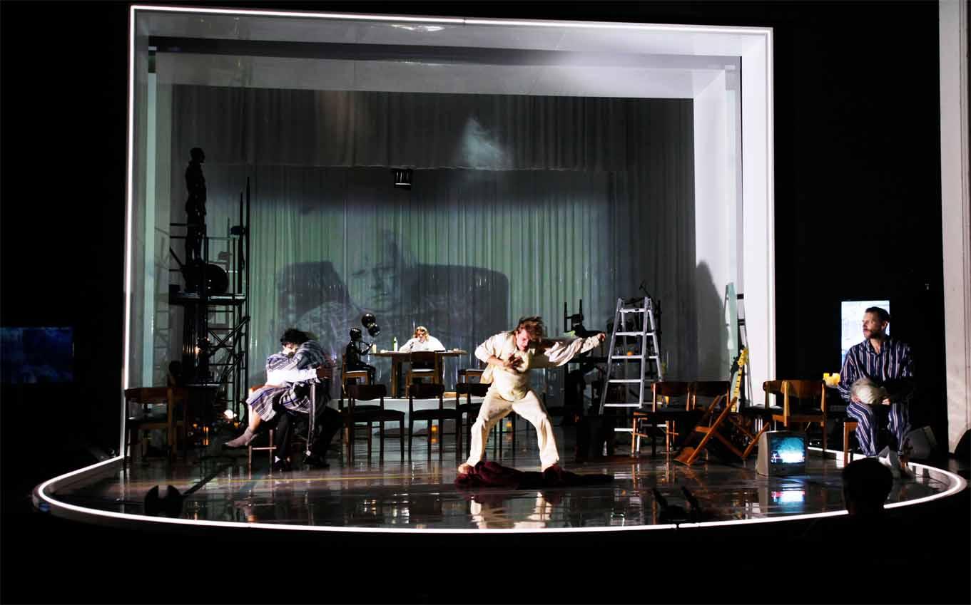 Eine Show-Bühne am Gorki-Theater